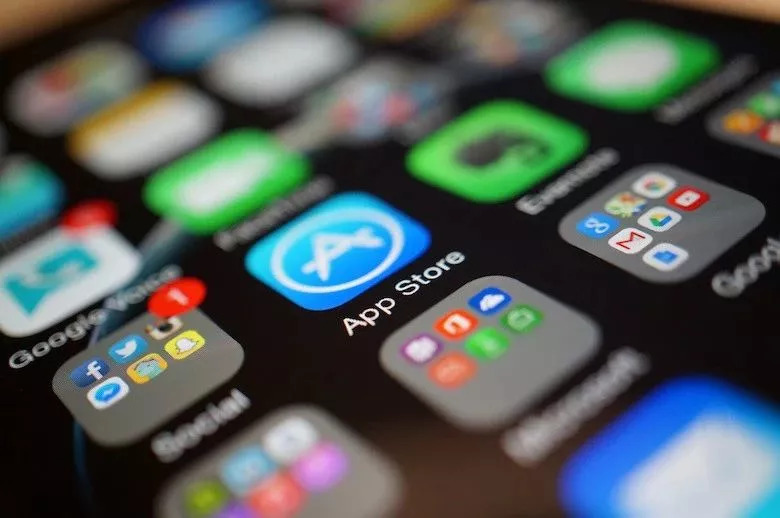 Apple Removes 25,000 Apps From Chinese App Store!