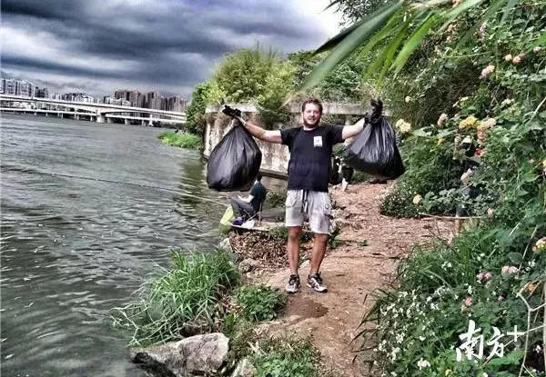 Expat Mistaken as Spy in China after Picking up Trash!
