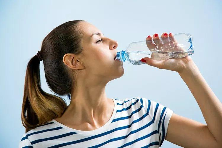 7 Surprising Benefits of Drinking Water on Empty Stomach