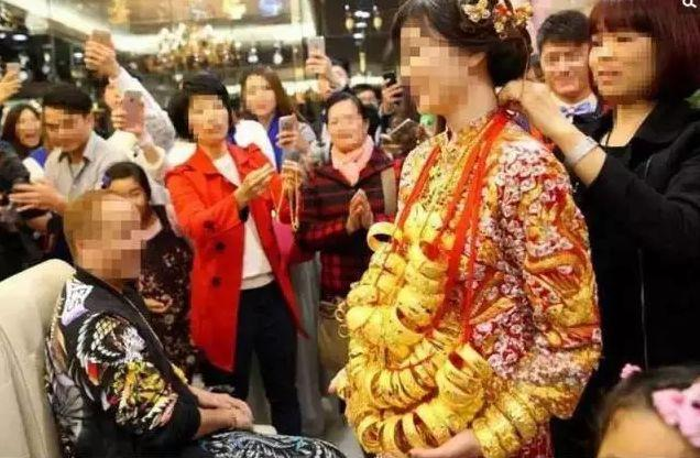 Over-the-top Weddings in China! Latest Target for Reform!