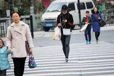 Warning! Fines for Crossing Road in China!