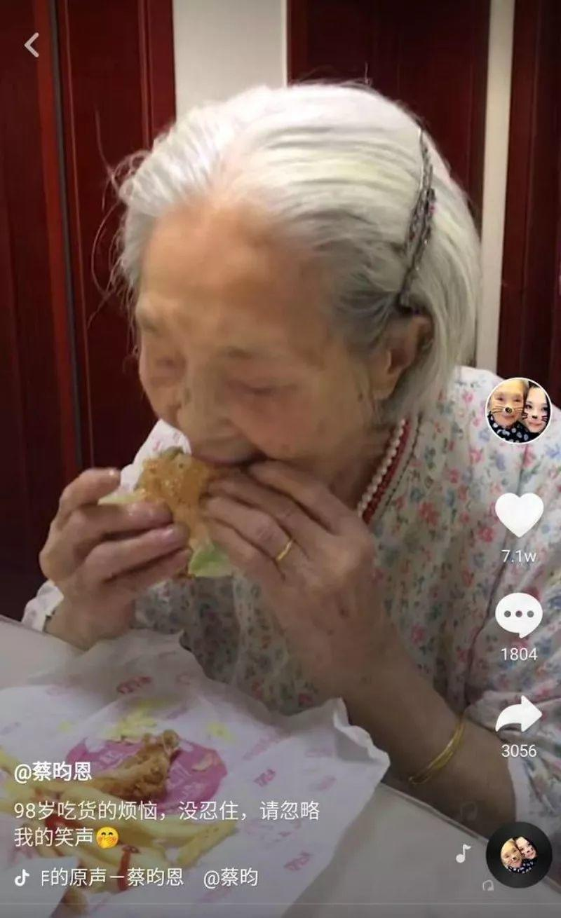 98-Year-Old Grandma Goes Viral for Her Love of Cola...