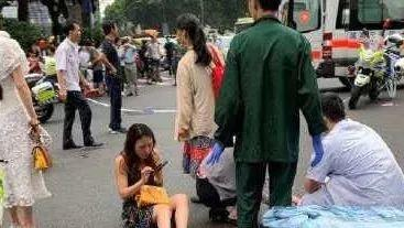 13 Injured in Guangzhou as Car Ploughs into Pedestrians!