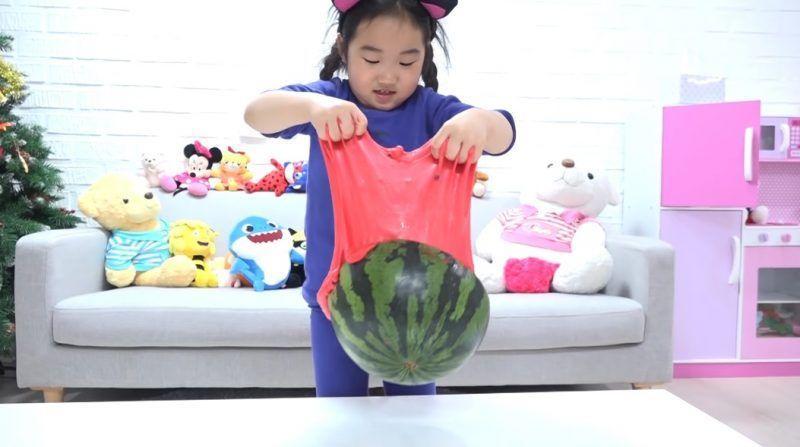 OMG! 6-Year-Old Korean YouTuber Earns $ 50 Million/year!