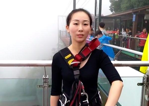 She Bungee Jumps from 300m to Deliver Lunch for 200 Employees!
