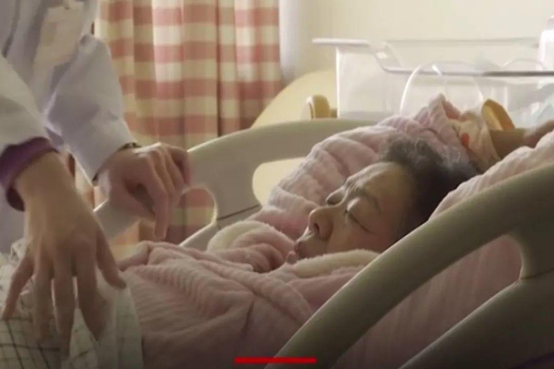 Oldest Pregnant Woman in CHN Just Gave Birth To A Baby! Amazing!