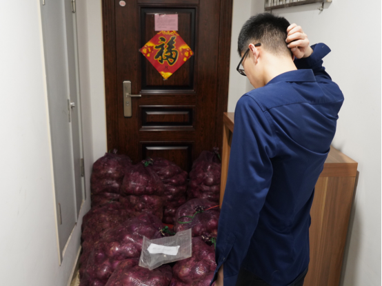Cry Me a River! Women Sends A TONNE of Onions to Cheated Ex